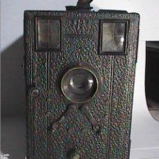 Cámara de fotos: CÁMARA FOTOGRÁFICA DE PLACAS CON CAJA EN MADERA TIPO DETECTIVE FRANCESA. 1900.. Lote 249589930
