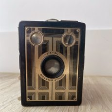 Cámara de fotos: ANTIGUA CAMARA BROWNIE SIX 20 JUNIOR BOX. Lote 251626525