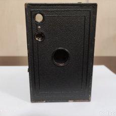 Cámara de fotos: KODAK 2A BROWNIE MODEL C.AÑO 1925.MODELO CANADIENSE. Lote 257662455