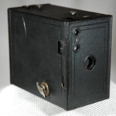 Cámara de fotos: CAMARA BOX DE PELICULA 116 KODAK Nº2 BROWNIE GRAN FORMATO EN FUNCIONAMIENTO. Lote 263554130