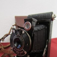 Cámara de fotos: ANTIGUA CÁMARA DE FOTOS FOTOGRÁFICA DE FUELLE PLEGABLE KODAK VEST POCKET MODEL B CON SU ESTUCHE. Lote 263738495
