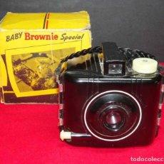 Cámara de fotos: CÁMARA KODAK BABY BROWNIE SPECIAL. Lote 269220553