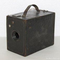 Cámara de fotos: CÁMARA FOTOGRÁFICA DE CAJÓN EN HOJALATA. SIN MARCA NI REFERENCIA. C.1900. Lote 270546938