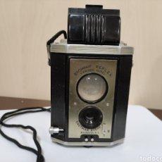 Cámara de fotos: BAQUELITA, KODAK BROWNIE REFLEX SYNCHRO MODEL.AÑO 1941. Lote 277735453