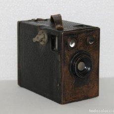 Cámara de fotos: CÁMARA FOTOGRÁFICA DE CAJÓN EN HOJALATA. C.1900. Lote 283062328