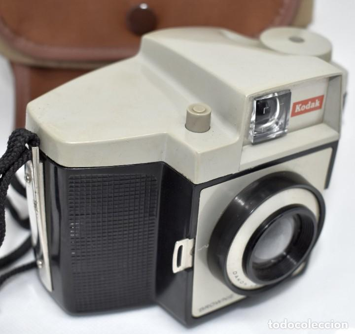 Cámara de fotos: CAMARA ANTIGUA, 120FILM..KODAK BROWNIE CRESTA 3 + FUNDA..INGLATERRA 1960..MUY BUEN ESTADO..FUNCIONA - Foto 14 - 288014968