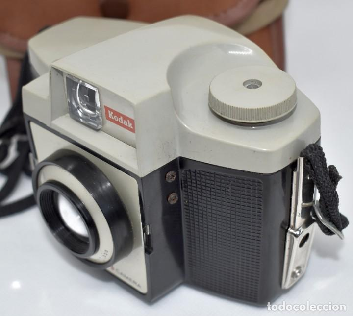 Cámara de fotos: CAMARA ANTIGUA, 120FILM..KODAK BROWNIE CRESTA 3 + FUNDA..INGLATERRA 1960..MUY BUEN ESTADO..FUNCIONA - Foto 16 - 288014968