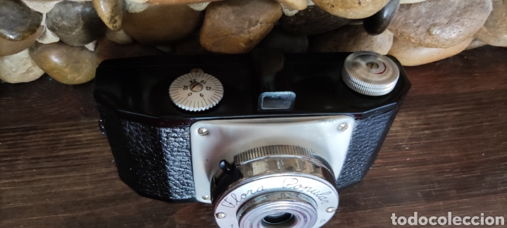 Cámara de fotos: Antigua cámara fotográfica Flora Popular fabricada en España con Su funda - Foto 4 - 288050808