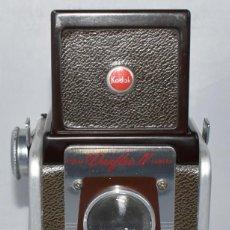 Cámara de fotos: DECORATIVA Y RARA..KODAK DUAFLEX IV..DE COLOR..MADE IN USA 1947.MUY BUEN ESTADO.FUNCIONA. Lote 295529133