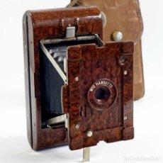 Cámara de fotos: RARA CÁMARA FUELLE HAWKETTE Nº2. BAQUELITA IMITACIÓN MADERA 1930. Lote 297377448