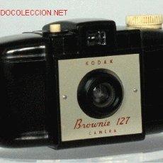 Cámara de fotos: KODAK BROWNIE 127. Lote 27085426