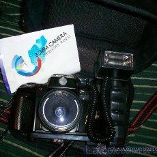 Cámara de fotos: CAMARA 35MM. CON FLASH CON MALETIN. Lote 20395861