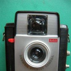 Cámara de fotos: CAMARA DE FOTOS KODAK BROWNIE STARLET CON FUNDA DE CUERO. Lote 20560100