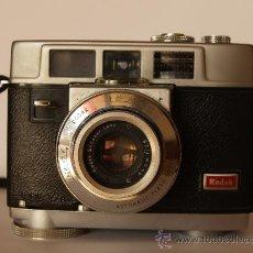 Cámara de fotos: KODAK MOTORMATIC 35 / PRIMERA CAMARA CON PASO DE PELICULA AUTOMATICO / AÑO 1960. Lote 27368192