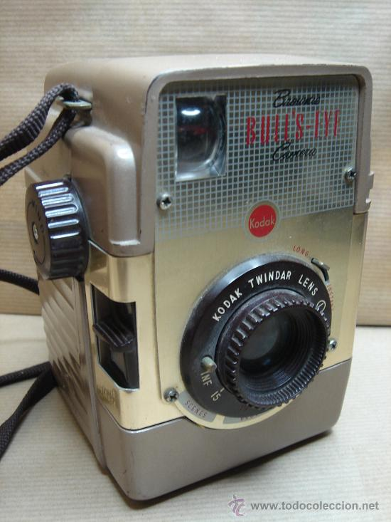 ANTIGUA CAMARA DE FOTOS BAQUELITA - KODAK BROWNIE BULL´S-EYE - 1954 - 1958 - MARRON BULLS (Cámaras Fotográficas - Clásicas (no réflex))