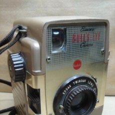 Cámara de fotos: ANTIGUA CAMARA DE FOTOS BAQUELITA - KODAK BROWNIE BULL´S-EYE - 1954 - 1958 - MARRON BULLS. Lote 26287871