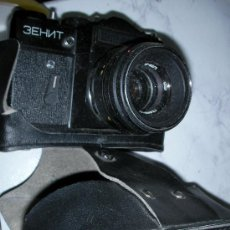 Cámara de fotos: CAMARA RUSA ZENHIT CON FUNDA. Lote 25812917