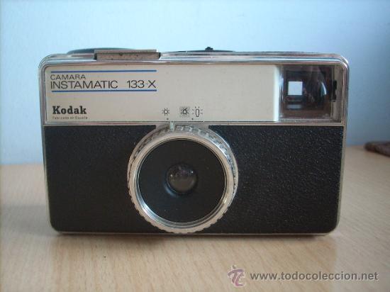 CAMARA KODAK INSTAMATIC 133 X .CON SU FUNDA. (Cámaras Fotográficas - Clásicas (no réflex))