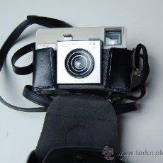 Cámara de fotos: CAMARA FOTOGRAFICA KODAK INSTAMATIC 25, EN SU FUNDA ORIGINAL CON CARRETE. Lote 30092973
