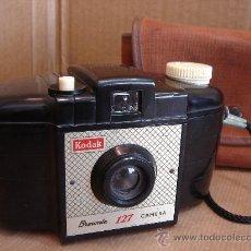 Cámara de fotos: CAMARA FOTOGRAFICA KODAK BROWNIE 127 - BAQUELITA - ENGLAND 1959 + FUNDA ¡¡ ¡¡¡. Lote 30387015