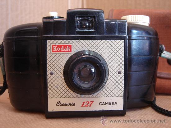 Cámara de fotos: CAMARA FOTOGRAFICA KODAK BROWNIE 127 - BAQUELITA - ENGLAND 1959 + FUNDA ¡¡ ¡¡¡ - Foto 2 - 30387015