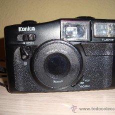 Cámara de fotos: CÁMARA DE FOTOS KONICA DR. FINDER CON FLASH ANTIGUA INCLUYE FUNDA. Lote 34663976