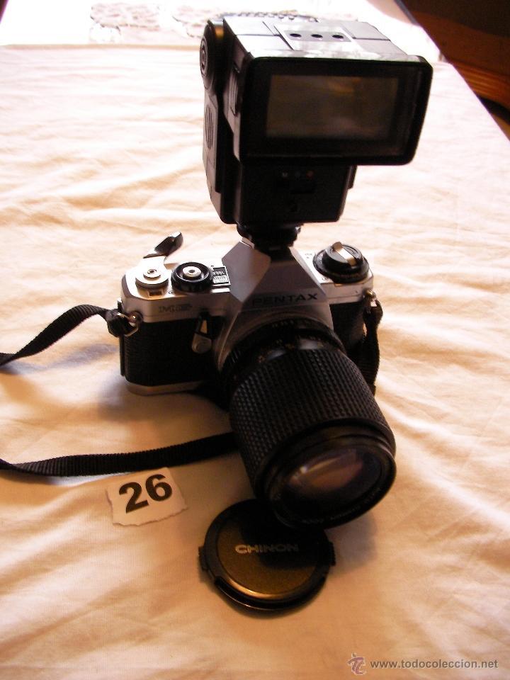 ANTIGUA CAMARA DE FOTOS PENTAX MG CON ZOOM CHINON 35-105 MM; 3,5-4,5 Y FLASH (Cámaras Fotográficas - Clásicas (no réflex))