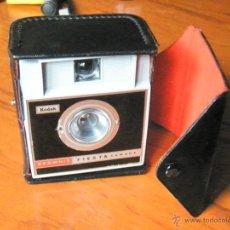 Cámara de fotos: CAMARA DE FOTOS KODAK BROWNIE FIESTA. Lote 43568732