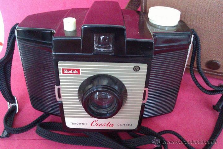Cámara de fotos: ANTIGUA CAMARA KODAK BROWNIE CRESTA LA PRIMERA DE LA SERIE AÑO 1955 EN UNITED KINGDOM CON ESTUCHE - Foto 2 - 46379786