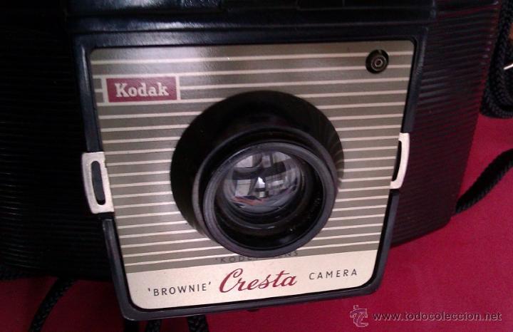 Cámara de fotos: ANTIGUA CAMARA KODAK BROWNIE CRESTA LA PRIMERA DE LA SERIE AÑO 1955 EN UNITED KINGDOM CON ESTUCHE - Foto 3 - 46379786
