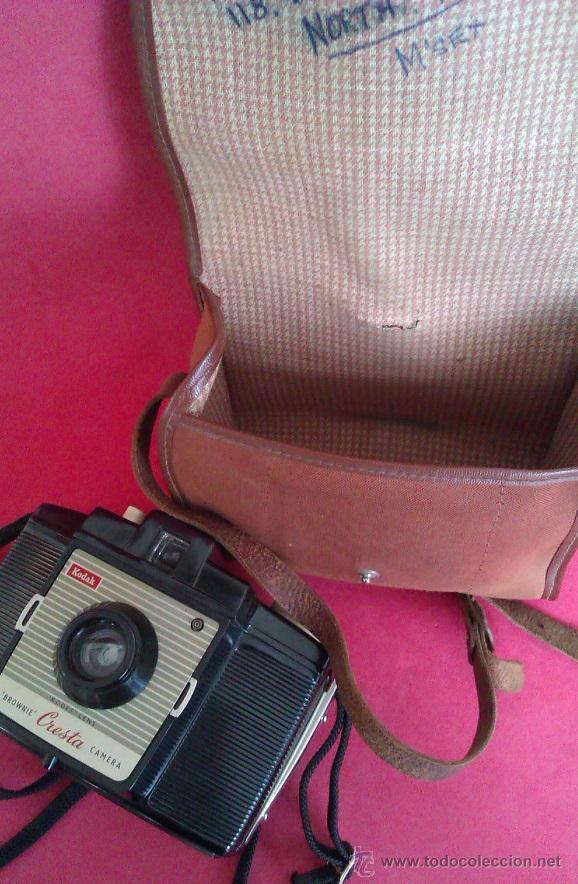Cámara de fotos: ANTIGUA CAMARA KODAK BROWNIE CRESTA LA PRIMERA DE LA SERIE AÑO 1955 EN UNITED KINGDOM CON ESTUCHE - Foto 5 - 46379786