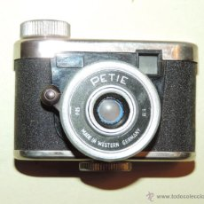 Cámara de fotos: CÁMARA DE FOTOS MINIATURA MARCA PETIE, PETI KAMERA, MADE IN GERMANY. PETIE 4 X 5 CMS. FUNCIONANDO. Lote 51252201