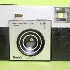 Cámara de fotos: CÁMARA FOTOGRÁFICA KODAK INSTAMATIC 25, AÑOS 70, SIN PROBAR FUNCIONAMIENTO. Lote 66224633