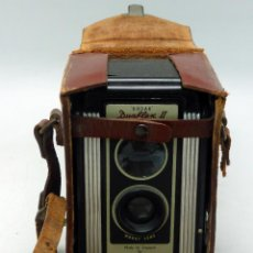 Cámara de fotos: CÁMARA KODAK DUAFLEX II MADE IN ENGLAND KODET LENS KODAK LIMITED LONDON HACIA 1947 CON FUNDA CUERO. Lote 66127554