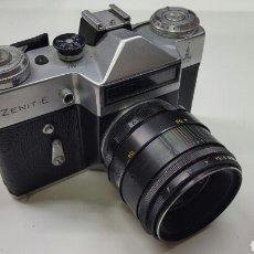 Cámara de fotos: CÁMARA FOTOGRÁFICA RUSA ZENIT-E (AÑO 1980). Lote 136700490