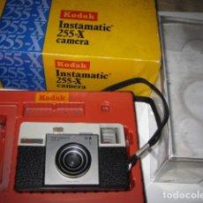 Cámara de fotos: CÁMARA KODAK INSTAMATIC 25. CON CAJA. Lote 86767712