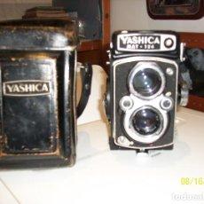 Cámara de fotos: YASHICA MAT-124. Lote 95709667