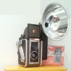 Cámara de fotos: ANTIGUA KODAK DUAFLEX IV OUTFIT DE 1955 CON FLASH, CAJA, 6 LÁMPARAS Y MANUAL ORIGINAL . Lote 101756727