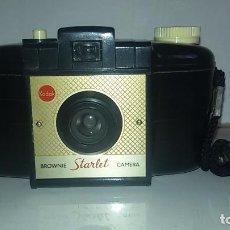Cámara de fotos: KODAK BROWNIE STARLET , 1956. CAMARA DE BAQUELITA. Lote 105321103