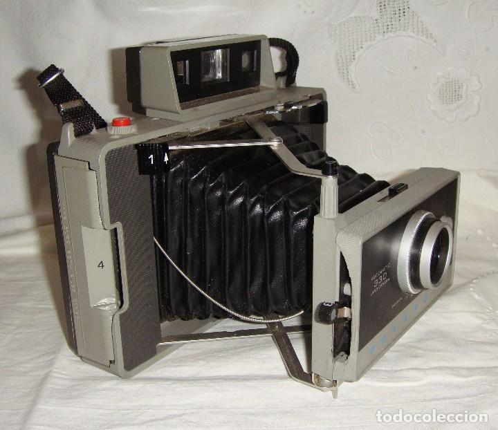 Cámara de fotos: Cámara instantánea de fuelle. Polaroid Automatic 330. Con funda y bombillas de flash. - Foto 4 - 108546635