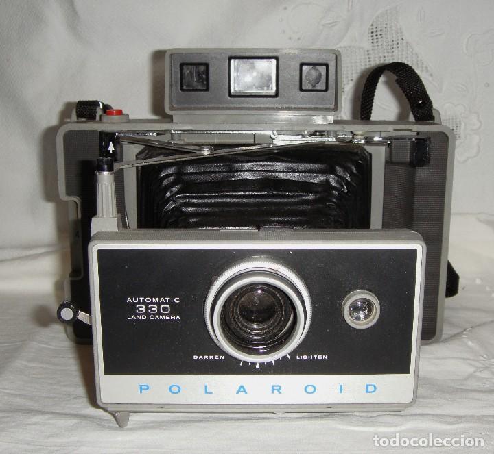 Cámara de fotos: Cámara instantánea de fuelle. Polaroid Automatic 330. Con funda y bombillas de flash. - Foto 5 - 108546635