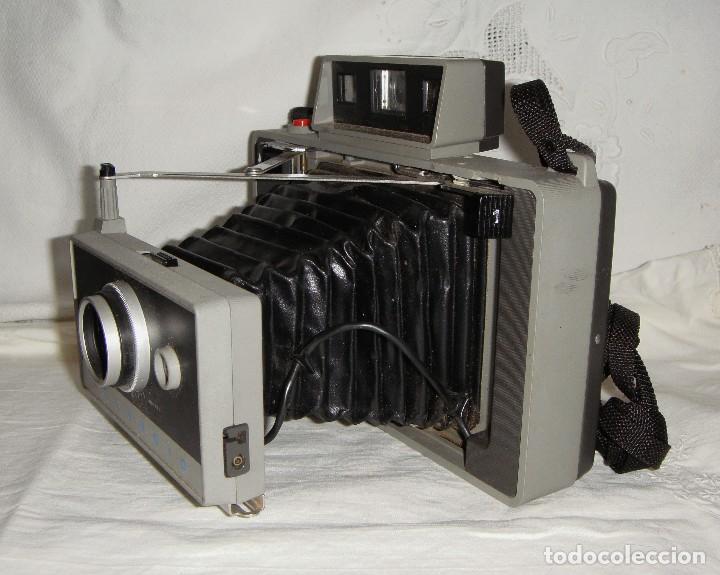 Cámara de fotos: Cámara instantánea de fuelle. Polaroid Automatic 330. Con funda y bombillas de flash. - Foto 6 - 108546635