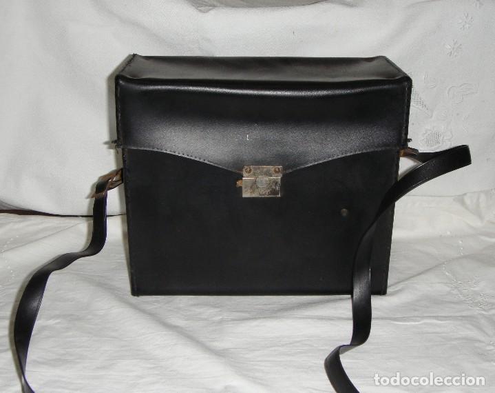 Cámara de fotos: Cámara instantánea de fuelle. Polaroid Automatic 330. Con funda y bombillas de flash. - Foto 8 - 108546635