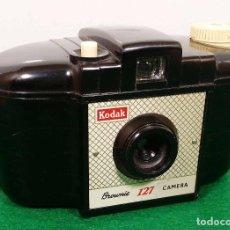 Cámara de fotos: KODAK BROWNIE 127 CAMERA. Lote 110327147