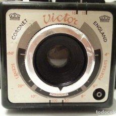 Cámara de fotos: CÁMARA ANTIGUA CORONET VICTOR. MODELO MUY POCO HABITUAL. FABRICADA EN REINO UNIDO.. Lote 118066255