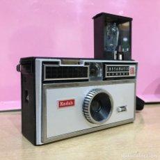 Cámara de fotos: KODAK INSTAMATIC 100. Lote 121454159