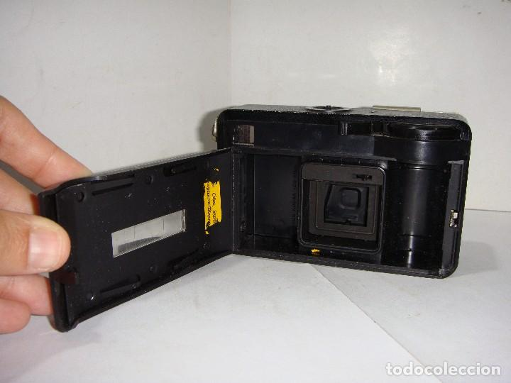 Cámara de fotos: Cámara fotográfica. KODAK (made in England). CÁMARA INSTAMATIC. 56X. - Foto 2 - 126539603