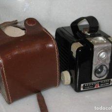Cámara de fotos: KODAK BROWNIE FLASH. NO PROBADA. Lote 127737575
