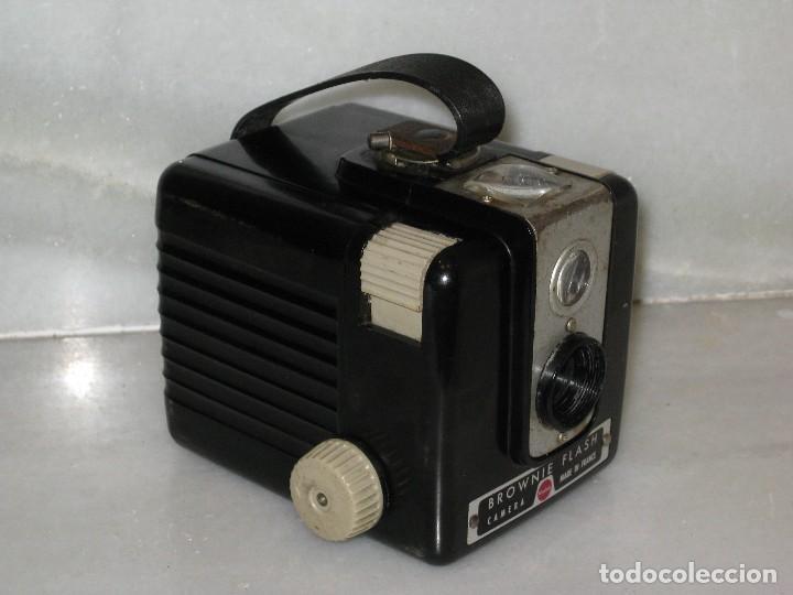 Cámara de fotos: Kodak Brownie Flash con su funda original . No probada. - Foto 2 - 127739067