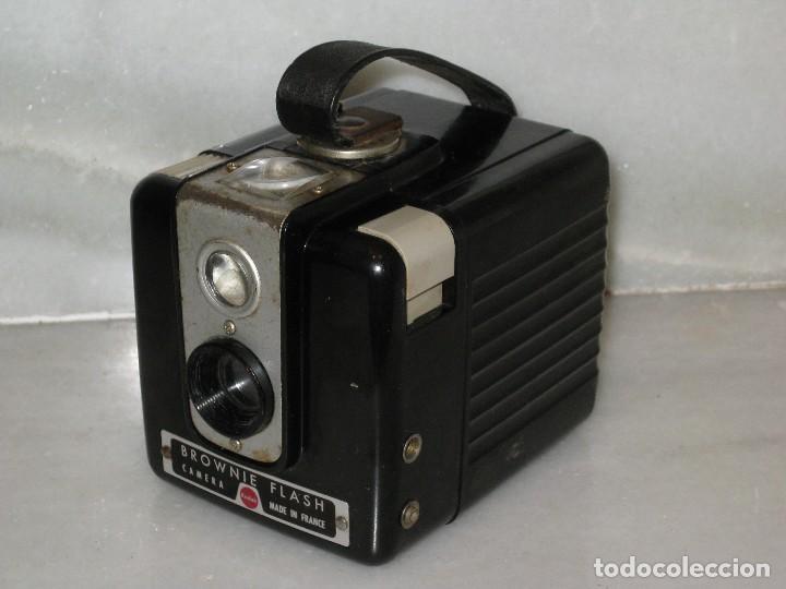 Cámara de fotos: Kodak Brownie Flash con su funda original . No probada. - Foto 3 - 127739067